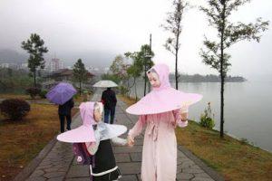 Kết hợp 2 trong 1 áo mưa và ô dù