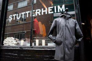Mặc kệ trời mưa với áo mưa Stutterheim